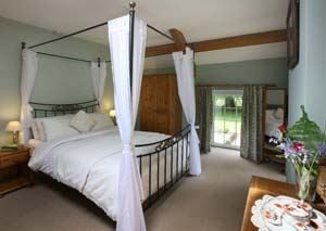 Historic Holiday Cottages - Y Stabl Master Bedroom
