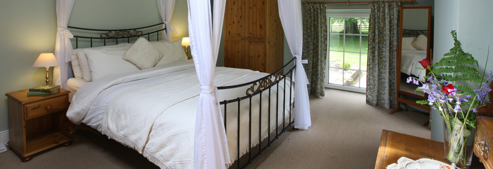 Four Poster Bed in Y Stabl Holiday Cottage